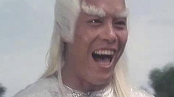 Carter Wong se ríe en la cara de vuestro kung fu y sube la apuesta con un falste a lo Barry Gibb